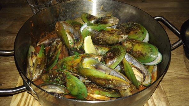 New Zealand Green Shells in Puttanesca Sauce [Tomato, White Wine, Onions, Garlic, Chilli, Olives, Anchovies, Capers]