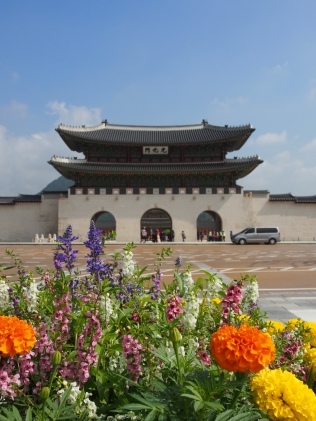 Gyeongbokgung Palace - the first royal palace built in the Joseon Dynasty, where hte Joseon Dynasty's 500 year history began. The largest of the five grand palaces remaining in Seoul, Gyeongbokgung Palace provides a glimpse into Joseon's royal culture, palace life, and architecture.