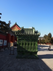 Composed of green coloured glaze, the furnace was used to burn the paper or silk prayers offered for sacrifices to the emperors whose tablets appear in the Imperial Temple. Rebuilt in 2004.
