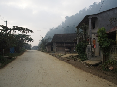 It was the dry season during our visit in Northern Vietnam, but every morning we were greeted by deep fog and clouds nontheless.
