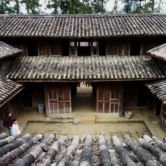 Vua Meo looks very similar to royal residences in China during the Qing Dynasty three to four centuries ago with its stone, valuable wood, terracotta tiles and two-story structure.