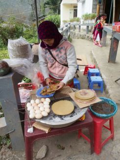 Since the Vuong palace was built in the middle of nowhere, we figured we needed to stack up on snacks for the road. This woman grilled flat buckwheat bread, which had a gentle nutty flavour.
